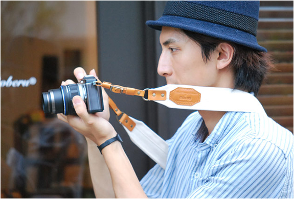 ROBERU LEATHER & CANVAS CAMERA STRAP | Image