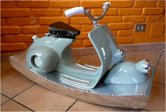 ROCKING ITALIAN SCOOTER DELUXE | Image