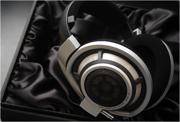 img_sennheiser_hd_800_headphones_3.jpg