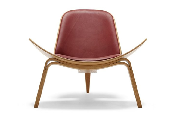SHELL CHAIR | BY HANS J WEGNER | Image
