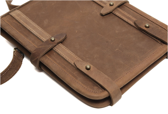 img_temple_bags_ipad_leather_case_3.jpg