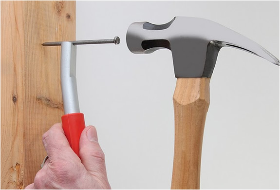 THUMBSAVER | MAGNETIC NAIL SETTER | Image
