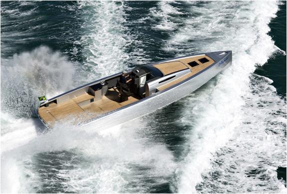 img_zonda42_boat_4.jpg