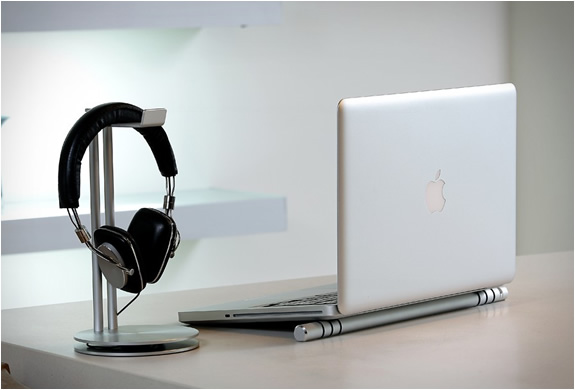 just-mobile-headphone-stand-3.jpg | Image