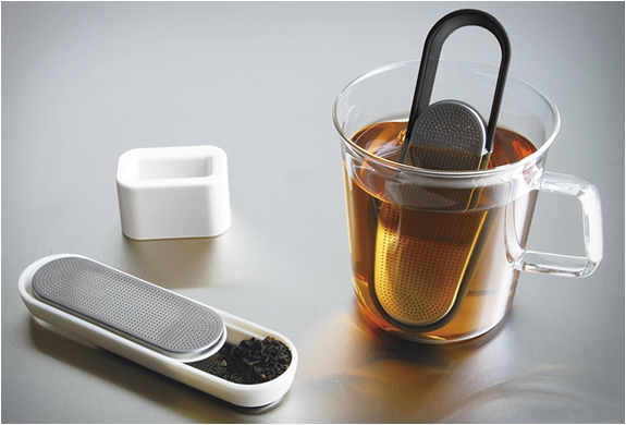 Loop Tea Strainer | By Kinto | Image