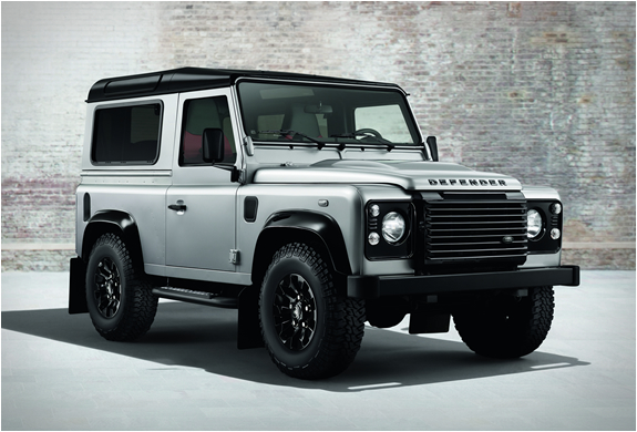 LAND ROVER DEFENDER | BLACK AND SILVER PACK | Image