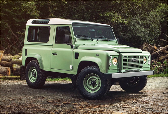 LAND ROVER DEFENDER HERITAGE LIMITED EDITION | Image