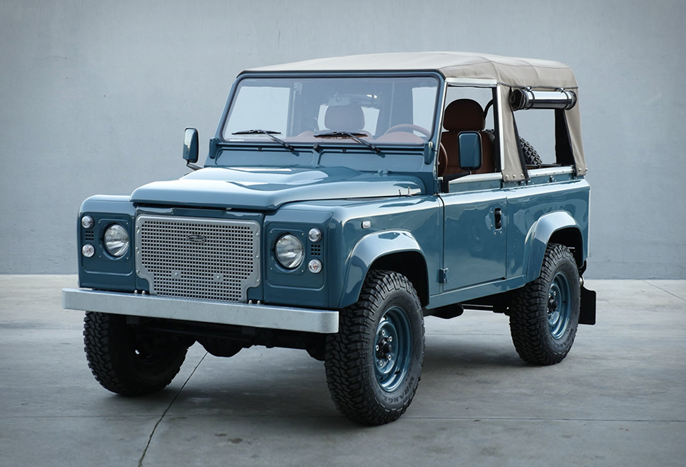 Land Rover Defender  - cover