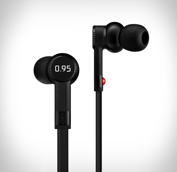 leica-master-dynamic-headphones-8.jpg