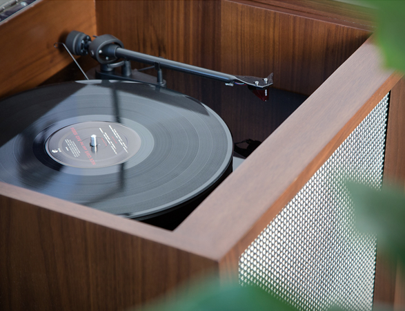 luno-record-whiskey-console-3.jpg | Image