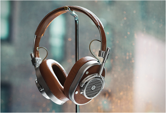 MASTER & DYNAMIC HEADPHONES | Image