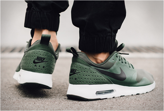 nike-air-max-tavas-carbon-green-3.jpg | Image
