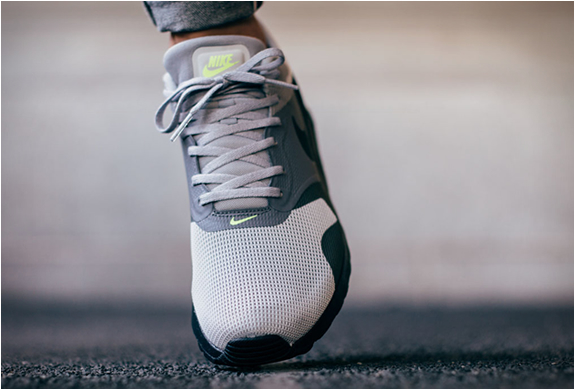 THE NEW NIKE AIR MAX TAVAS NEON 2015 | 10timesdope blogspot