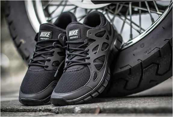 Nike Free Run 2 Triple Black | Image