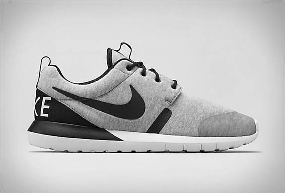 NIKE ROSHE RUN TECH FLEECE | Image