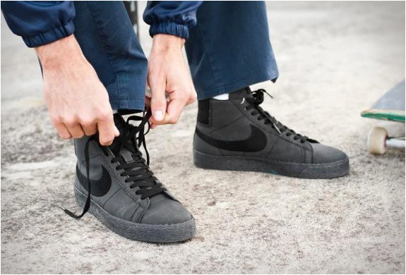 NIKE SB BLAZER BLACK | BY PASSPORT | Image