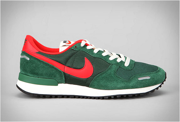 low priced 71056 6f935 Old School Shoes: Retro Nike Sneakers Buy