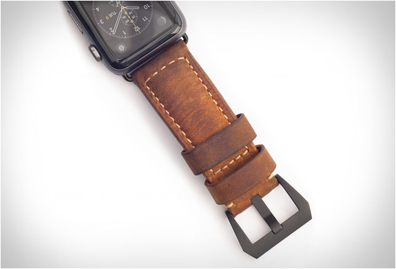 nomad-leather-strap-apple-watch-3.jpg