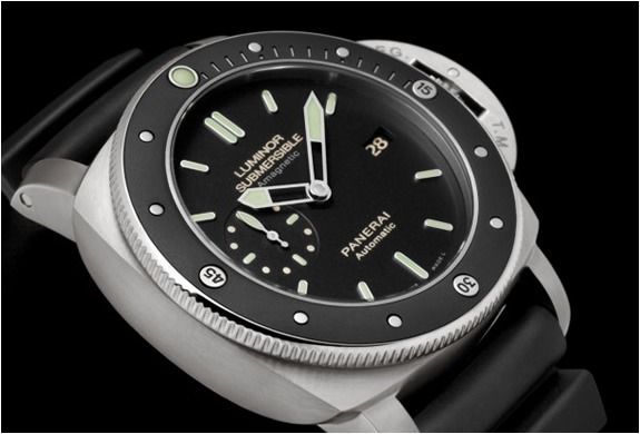 panerai-pam-389-luminor-submersible-4.jpg