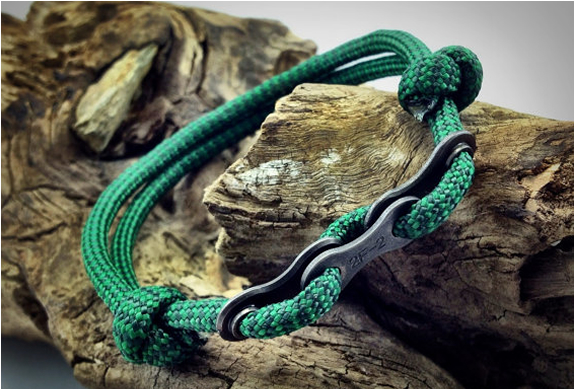 Paracord Bracelets With Bike Chain Links | Image