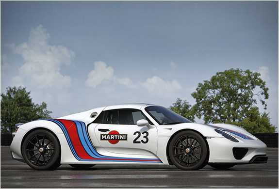 Porsche 918 Spyder Martini Track Pack - Startup and Accelerations ...