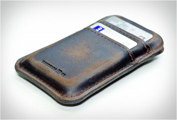 portel-aged-leather-pocket-for-iphone-2.jpg | Image