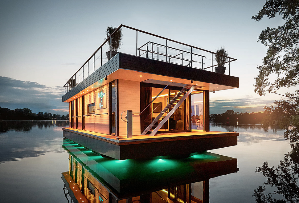 REV HOUSEBOAT | Image