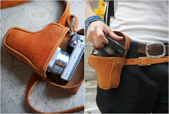 COMPACT CAMERA HOLSTER | BY ROBERU | Image