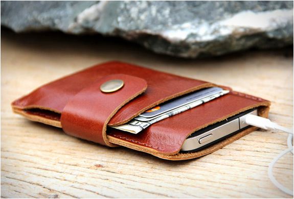 LEATHER IPHONE WALLET | BY SAKATAN LEATHER | Image