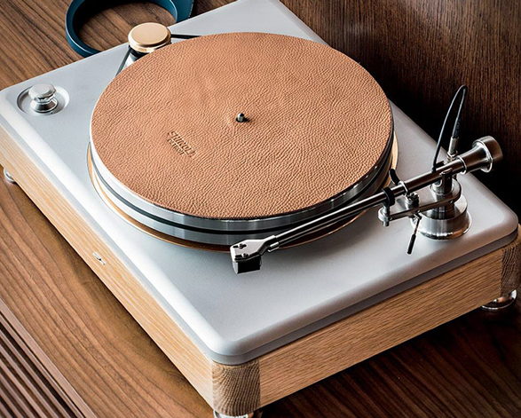 shinola-runwell-turntable-8.jpg