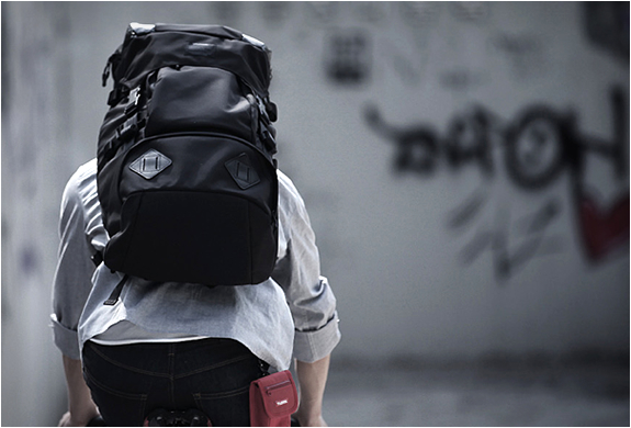t-level-deluxe-43l-backpack-4.jpg | Image