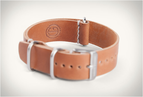 tanner-goods-single-pass-watch-strap-3.jpg | Image