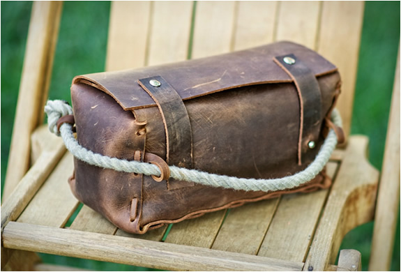 THE TRIPLE | LEATHER DOPP KIT | Image