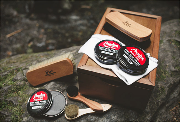 ULTIMATE SHOE SHINE KIT | Image