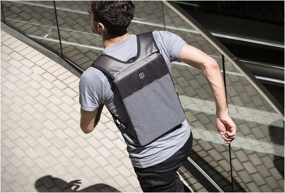 UNDER-THE-JACK LAPTOP BAG | Image