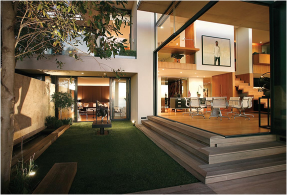 Modern Mansion With Perfect Interiors By Saota: Victoria 73 House