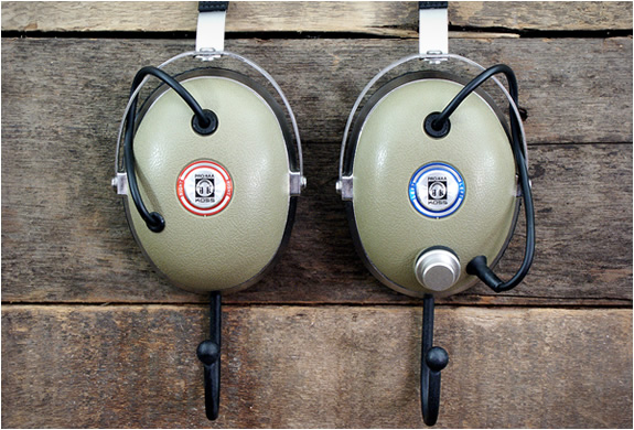 vintage-headphone-hangers-5.jpg