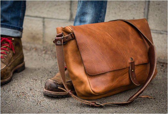 VINTAGE MESSENGER BAG | BY WHIPPING POST | Image