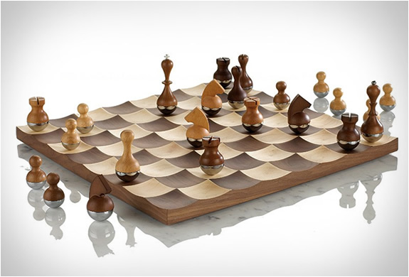 wobble-chess-set-2.jpg | Image