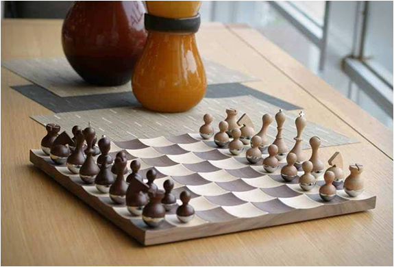 WOBBLE CHESS SET | Image