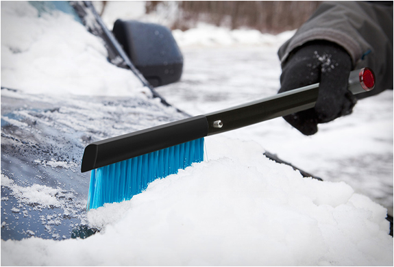 zeus-snow-shovel-and-brush-3.jpg | Image